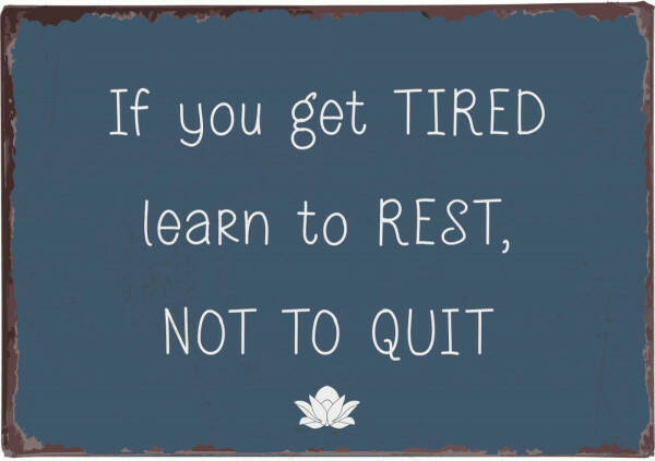 """Metallschild """"If you get tired learn to rest, not to quit"""""""